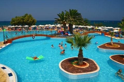 Heerlijk zonnen in Griekenland Chersonissos ontdek Hotel Eri Beach & Village vanaf € 299 !